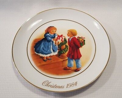 1984 Avon Celebrating The Joy of Giving Christmas Memories Collector's Plate