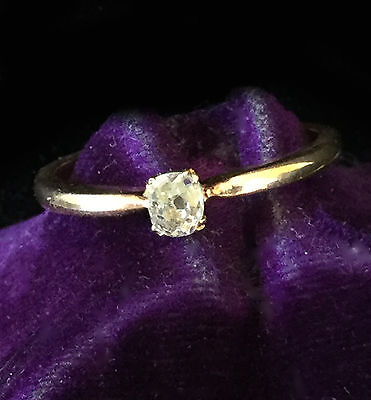 Pretty Edwardian 9ct, 9k Gold Solitaire Cushion-cut Diamond (0.15ct) ring in box