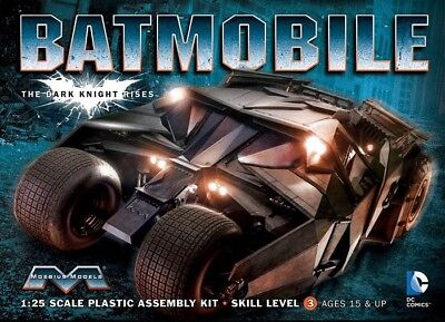 Batmobile Batman Dark Knight Rises Tumbler in 1:25 Model Kit Bausatz Moebius 943