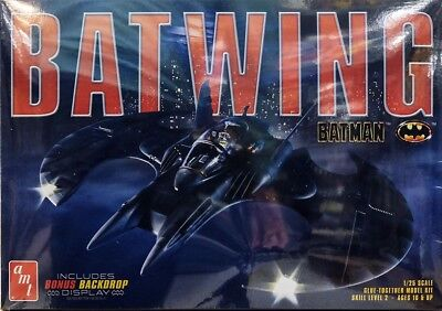 1989 Batwing Batmobile Batman in 1:25 AMT Model Kit Bausatz + Display AMT948
