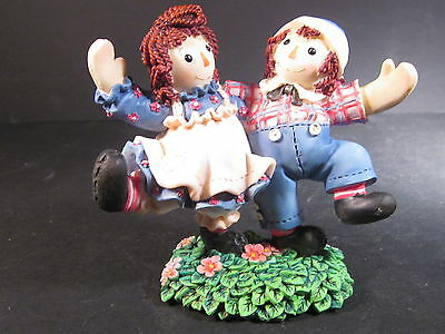 Enesco Raggedy Ann & Andy SMILES AND HAPPINESS ARE TRULY CATCHING Dancing