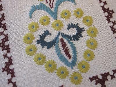Retro Vintage Doily Green Daisy Flowers Hand Embroidered Linen