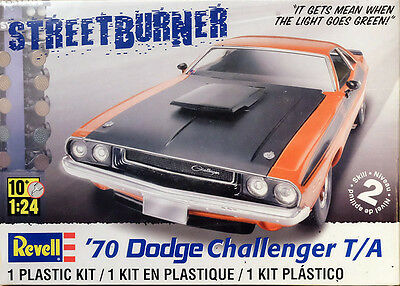 1970 Dodge Challenger 2in1 1:24 Model Kit Bausatz Revell 2596