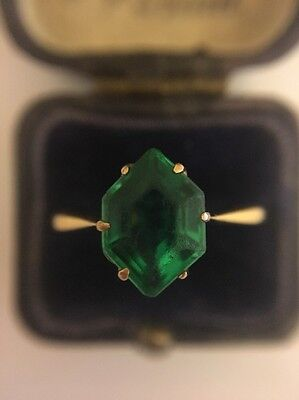 Vintage 15ct Yellow Gold Green Stone Dress Ring. Unusual