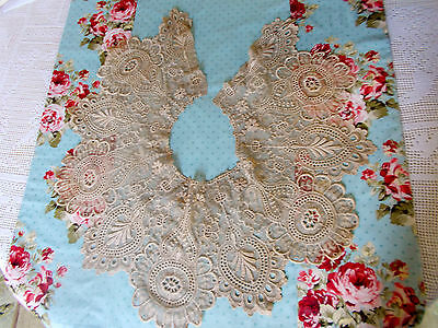 Beautiful Antique Lace Collar #42