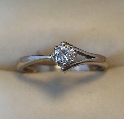 Vintage 18ct White Gold Diamond Solitaire Ring c.1980's