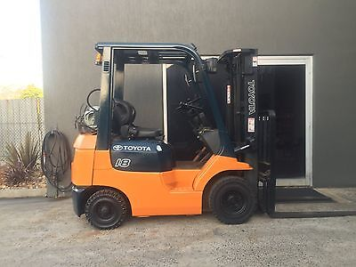 Toyota 1.8 Tonne Forklift, Container Mast