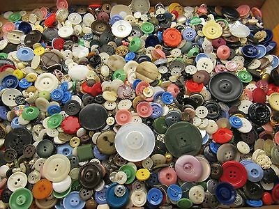 Large 2 Pound Lot Of Mixed Vintage  Plastic Sewing Craft Buttons A5