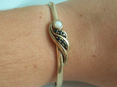 Fine 9ct / 9k 375 gold sapphire and cultured pearl bangle