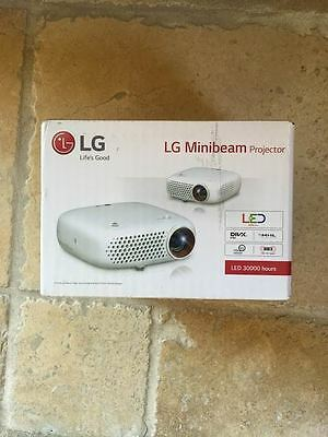 NEW LG PW600G Portable 3D Ready LED DLP Projector with Built In Speaker