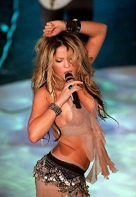 Shakira Unsigned 8x12 Photo (52)