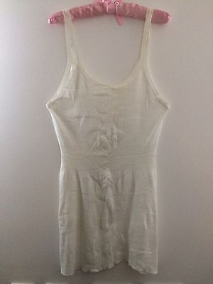 VINTAGE 1960s LADIES CHILPRUFE WHITE COTTON SLEEVELESS VEST SIZE L  (4249)(4251)