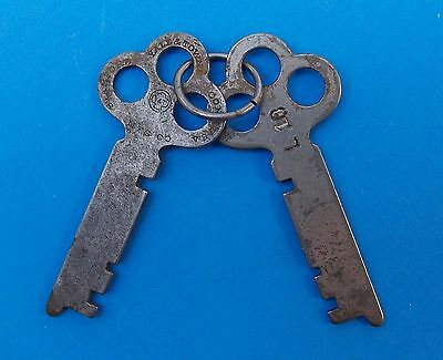 Vintage Anique KEYS Matched Pair YALE & TOWNE Flat Key No. L10 # L 10 Y&T
