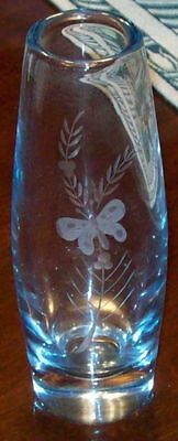 "7""tall clear glass vase butterfly weighs 1 pound"