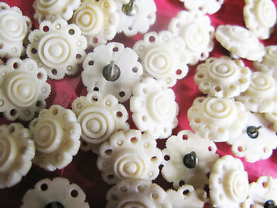 Gorgeous Set Of Eight Antique C19Th Carved Cow Bone Buttons 13Mm Diam