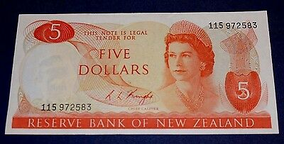 1973 New Zealand 5 Dollars Banknote SN#115972583 Ex Condition