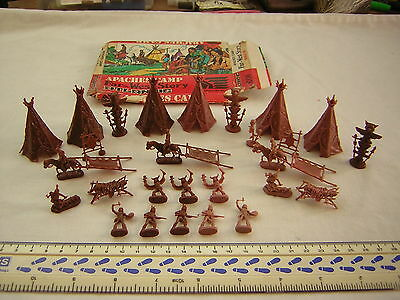 Atlantic Apaches Camp Set, Tepees, Totem Poles, Apaches & Horses Scale 1:72