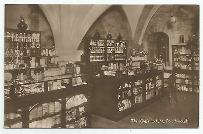 POSTCARD-ENGLAND-PETERBOROUGH-RP. Chemists Shop in The Kings Lodgings.