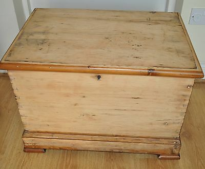 Old/Vintage Solid Wooden Pine Chest, Trunk, Coffee Table, Blanket Box
