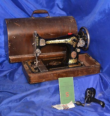 Singer 28 Long Shuttle Sewing Machine New Hand Crank Bentwood Case 1918
