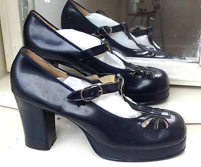 VINTAGE 1960`s WEDGED HEELED NAVY BLUE SHOES BY CAPITOL SIZE 5