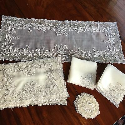 Amazing Vtg Embroidered Linen Organdy Runner Placemats Napkins Cocktail Rounds