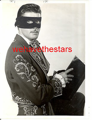 Vintage Guy Williams QUITE HANDSOME '58 ZORRO TV Publicity Portrait