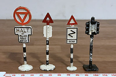 2 x DINKY / GILCO Metal Model Street Road Signs & 2 Others - Traffic Lights etc.