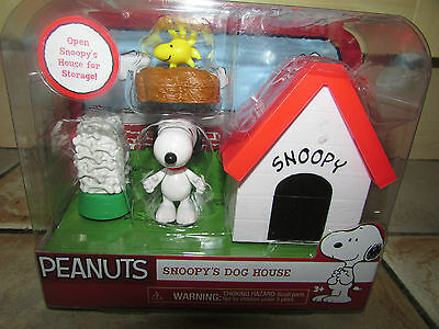 Charlie Brown Peanuts * Snoopy's Dog House * Snoopy & Woodstock Toy Figures New