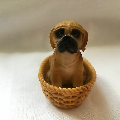 DOLLS HOUSE MINIATURE DOG IN WICKER BASKET RESIN NEW 1:12 Scale
