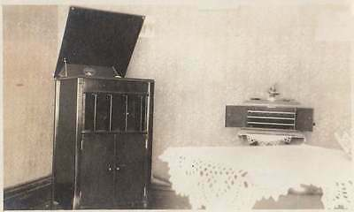 VINTAGE PHOTO VICTROLA & RECORD PLAYER LACEY TABLECLOTHS 1910s-20s