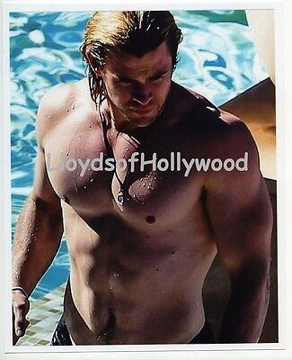 Chris Hemsworth Beefcake Muscle  Hunk Candid Photograph