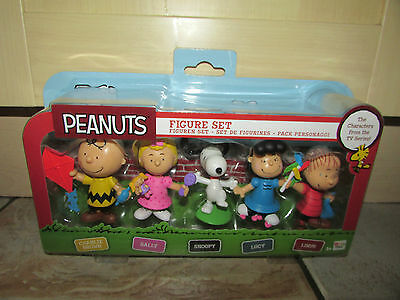 New * Peanuts 5 Piece Figure Set * Charlie Brown * Sally * Snoopy * Lucy * Linus