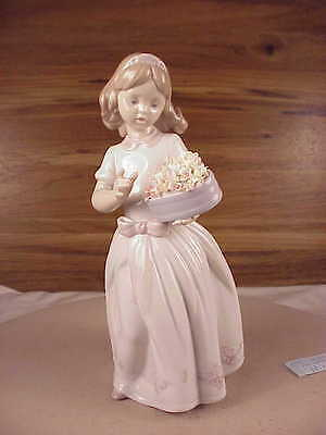 Lovely Lladro For Someone Special Figurine #6915 Girl W/ Flowers Free Ship