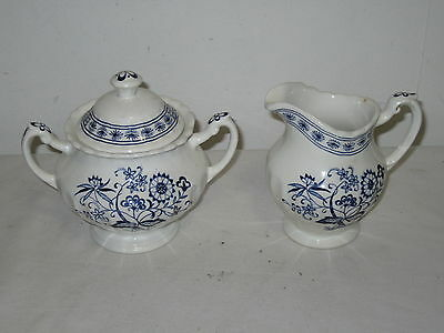 * Vintage J & G Meakin England Classic White Nordic Creamer & Sugar  *