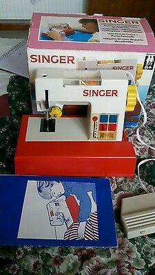 Vintage Child's Singer Sewing Machine In Box-Tested-Working-Pedal-Instructions
