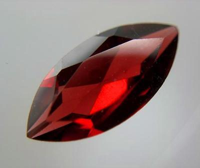 ALMANDIN GRANAT  -  MARQUISE FACET  -  11,6x5,8 mm  -  1,90 ct.