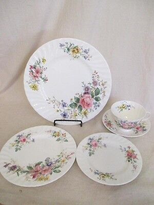 Royal Doulton Arcadia H4802 5 Piece Place Setting