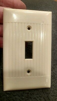 Lot of 1 Ivory Vintage Ribbed Art Deco Single Gang Sierra Switch Plate Cover