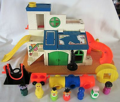 Vintage 1970's Fisher Price 937 SESAME STREET CLUBHOUSE Playset 99%