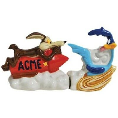 Wile E Coyote Chasing Road Runner Ceramic Salt and Pepper Shakers Set, NEW BOXED