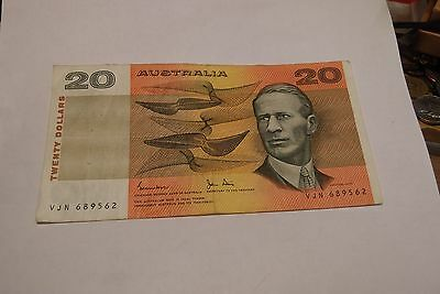 AUSTRALIA $20 OLDER NOTE sn VJN 689562 FREE SHIPPING