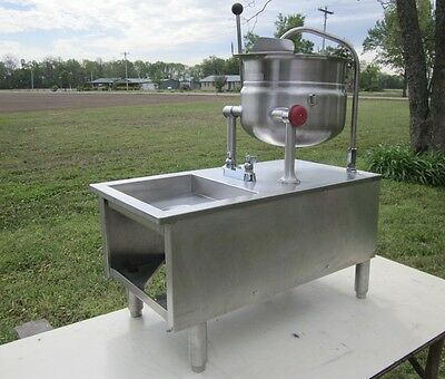 Cleveland Kdt-6T 6 Gallon Steam Jacketed Stainless Tilting Kettle & Sink Base