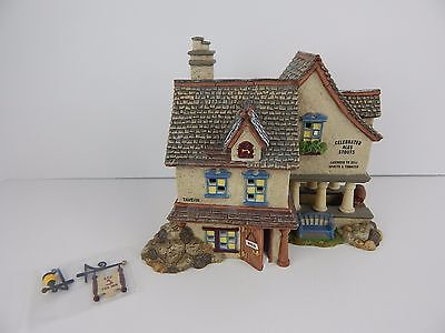 Dept 56 New England Village The Red Fox #56665 D56 Very Good Condition