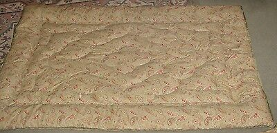 A Matching pair of Vintage Paisley Eiderdown