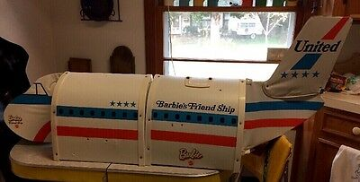 """Vintage 1970's BARBIE'S FRIEND SHIP AIRPLANE Case  """"United Airlines"""""""