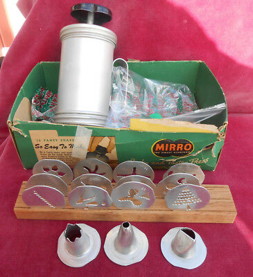 VINTAGE MIRRO COOKIE PRESS PASTRY 358 AM 17 Pc TIPS CAKE DECORATOR BOX ALUMINUM