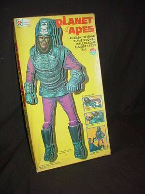 Vintage 1975 MILTON BRADLEY PLANET OF THE APES 3 Dimensional Wall Plaque