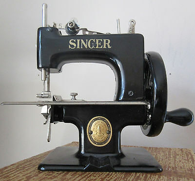 Vintage Antique 50's Singer Child's Sewing Machine #20 Sew Handy GREAT Condition