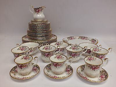 "ROYAL ALBERT ""Autumn Roses"" Vintage 43 Pieces Tea Set - L49"